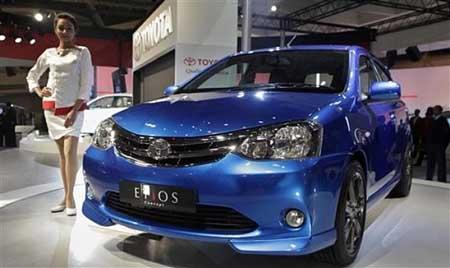 (Toyota) resmi meluncurkan sedan murah Toyota Etios di India. Mobil